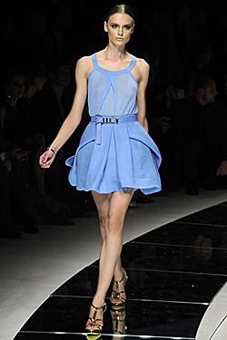 модата диктува синьо лято
