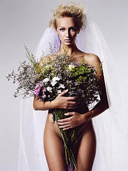Мис България Юлия Юревич засне супер фешън календар за 2009