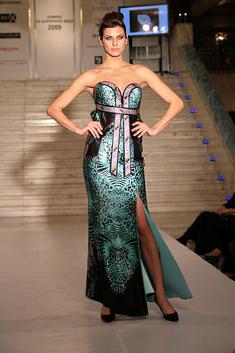 """Модел на """"Ирида"""", представен по време на благотворителната премиера на """"Алманах на българската мода 2009"""""""