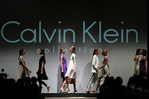 Калвин Клайн залага на прозрачните материи