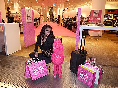 Най-красивото дупе в света за 2007 се превърна в Барби