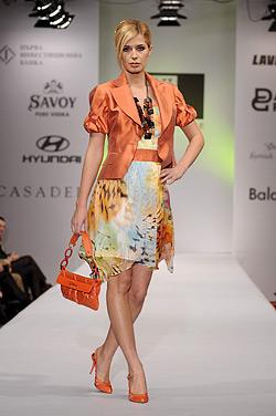 Модели на Евгения Живкова от колекция пролет-лято 2009 Слънчева жена