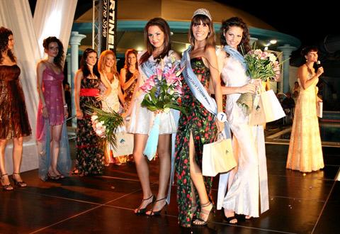 Аля Милушева облече с уникални рокли участничките в морски конкурс