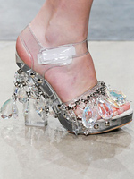 Обувките на Prada символизират края на рецесията