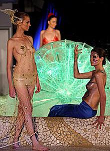 Разкрепостена мода от Албания