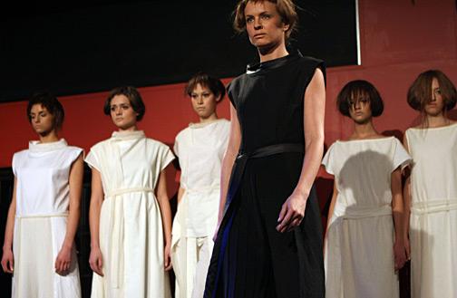 Извън галерията, в голямото пусто: където модата не е била преди