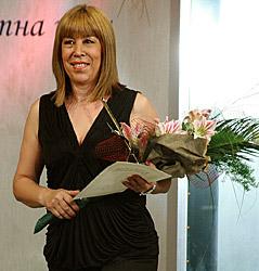 Жана Жекова с приза в ръка