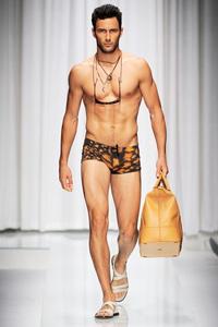 Донатела Версаче: Моделите да бъдат истински мъже