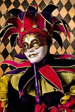 Венециански костюми и маски в Археологическия музей
