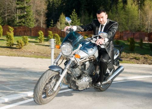Калин Вельов ще кавалерства на Най-красивата абитуриентка