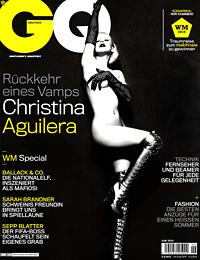 Кристина Агилера позира гола за германско списание