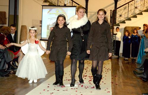 Милка Александрова – Бучи - с дъщерите си Бояна и Мария