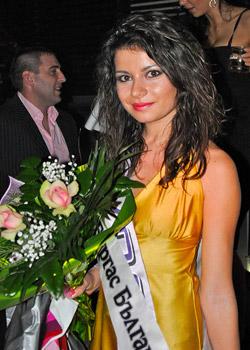 Професионална певица и танцьорка грабна короната на