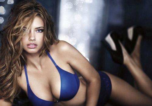 Адриана Лима е коледният ангел на Victoria's Secret