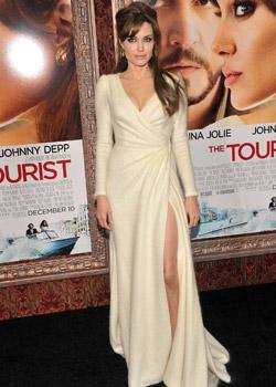 Анджелина Джоли избра Versace за премиерата на Туристът