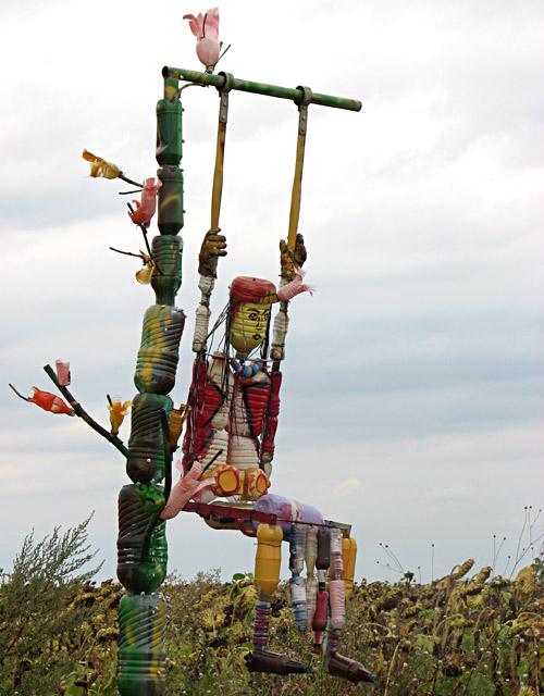 Уникални арт модели от отпадъци