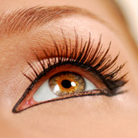 Tips on how to apply fake eyelash extensions