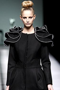 Мария Барос - перфектния контраст между черно и бяло