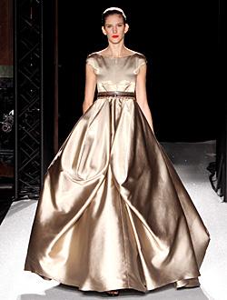 Модни тенденции пролет-лято 2011: Футуристичен блясък