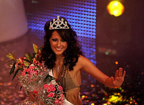 Мис България 2010 е чаровна брюнетка