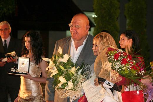 Симона Конова с легендата на българския спорт Александър Томов