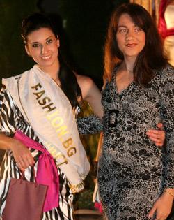 Катерина Димитрова от Габрово, която стана лице на Fashion.bg и Силвия Кабаиванова, управител на Фашън.БГ ЕООД
