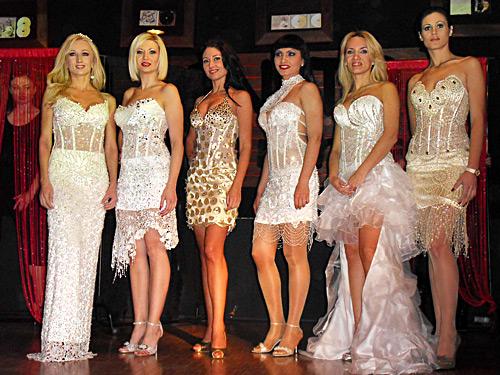 ВИП-дами обсипани с кристали Сваровски за празниците