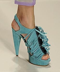 Тенденции лято 2010 при обувките
