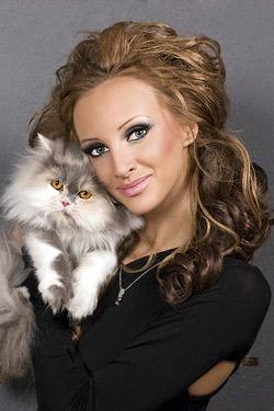 Юлия Юревич засне фотосесия с котката си Джесика Алба