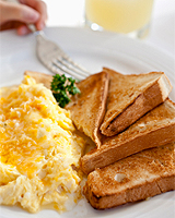 Ако искате да отслабнете... закусвайте обилно