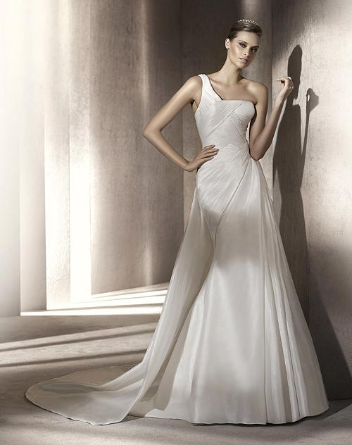 Елена Караколева – ВИП гост на  грандиозно ревю на  Pronovias Fashion Group