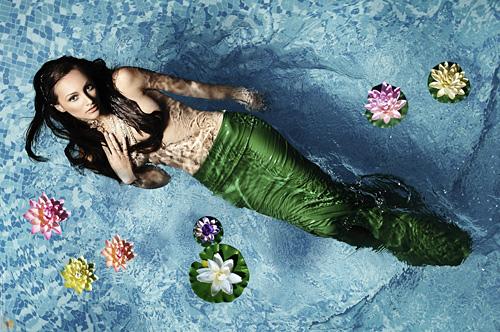 Юлия Юревич със супер фешън визии в нов календар