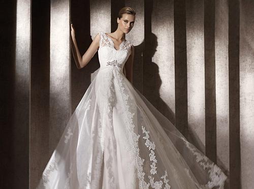 Колекции 2012 на Pronovias и Elie Saab са в бутици Bridal Fashion