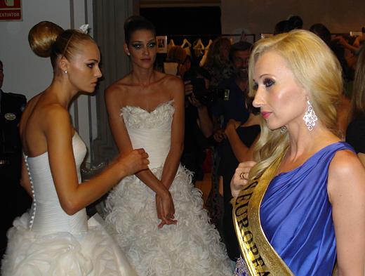 Мануел Мота посвети рокля на Елена Караколева