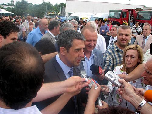 Министър Плевнелиев постави първата тухла за нова фабрика на Ричмарт в Русе