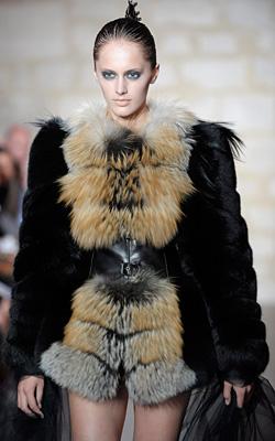 Модни тенденции есен-зима 2011-2012: Кожени облекла