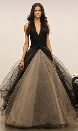 Дизайнерката Вера Уанг промени бялата традиция при сватбените рокли