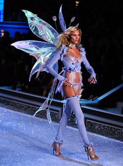 38 секси модели дефилираха на шоуто на Victoria's Secret