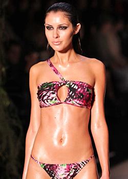 Как да се облечете на плажа - Модни тенденции в банските костюми за лято 2011