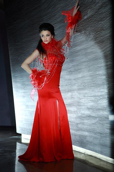 Топмоделът Диляна Попова засне уникална фотосесия за модна къща Romantika Fashion