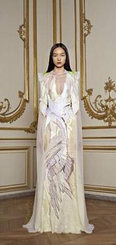 Модна къща Живанши представи екстремна висша мода в Париж