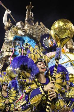 Карнавалът в Рио започна под дъжд от конфети
