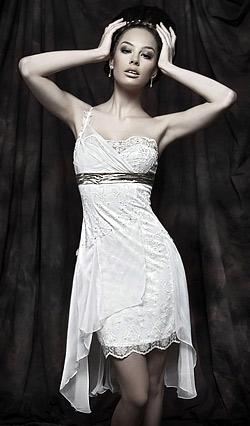 Късите булчински рокли са модната тенденция на 2011