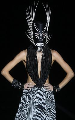 Моден авангард на седмицата на модата в Москва