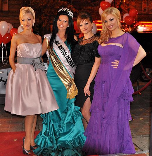 Финалистките на конкурса Мисис България 2011 с тоалети