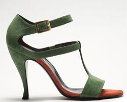 Обувки от кадифе - тенденция пролет-лято 2011