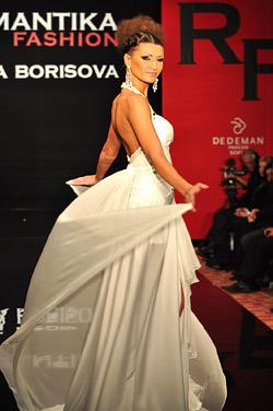Топ модели представиха новата колекция на Романтика