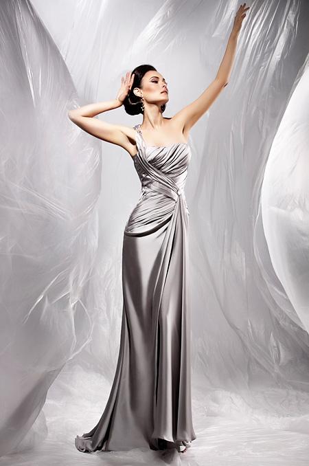 Най-атрактивните рокли за бал 2012