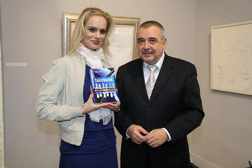 Проф. Любомир Стойков превърна facebook в bodybook