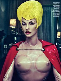 Линда Еванджелиста се снима като супергерой
